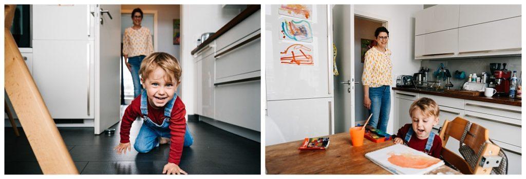Küchensituation im Homeoffice Mutter und Kind