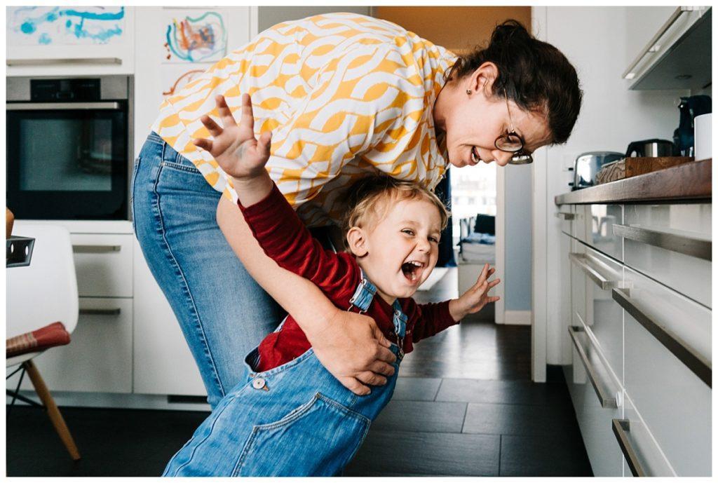 Kinder wollen nicht zuhause bleiben im Homeoffice 2021