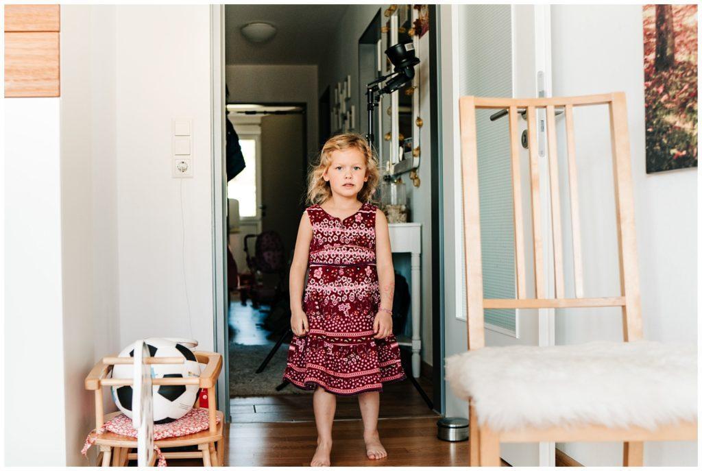 Kind leidet unter Lockdown Situation 2021